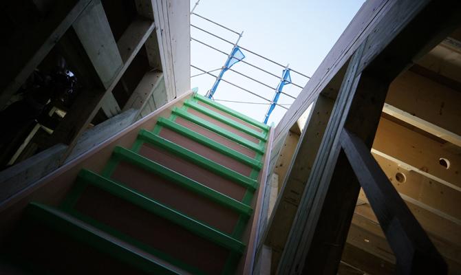 i-smart上棟、空へ続く階段