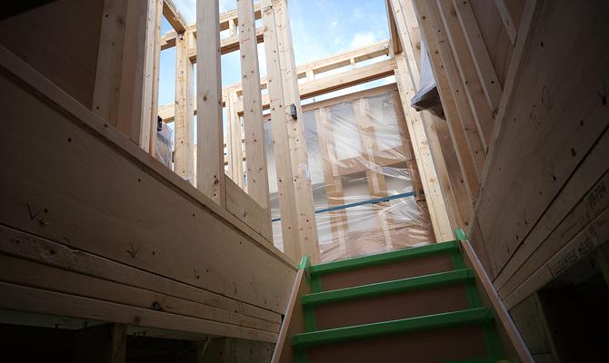 階段を上がるとブックシェルフ