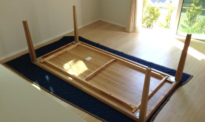 カリモク家具のダイニングテーブルを搬入(i-smart)